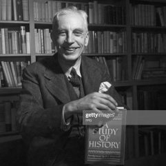 British historian Arnold J Toynbee (1889 - 1975) holding a one-volume abridgement of his 'A Study of History', circa 1960. (Photo by FPG/Archive Photos/Getty Images)